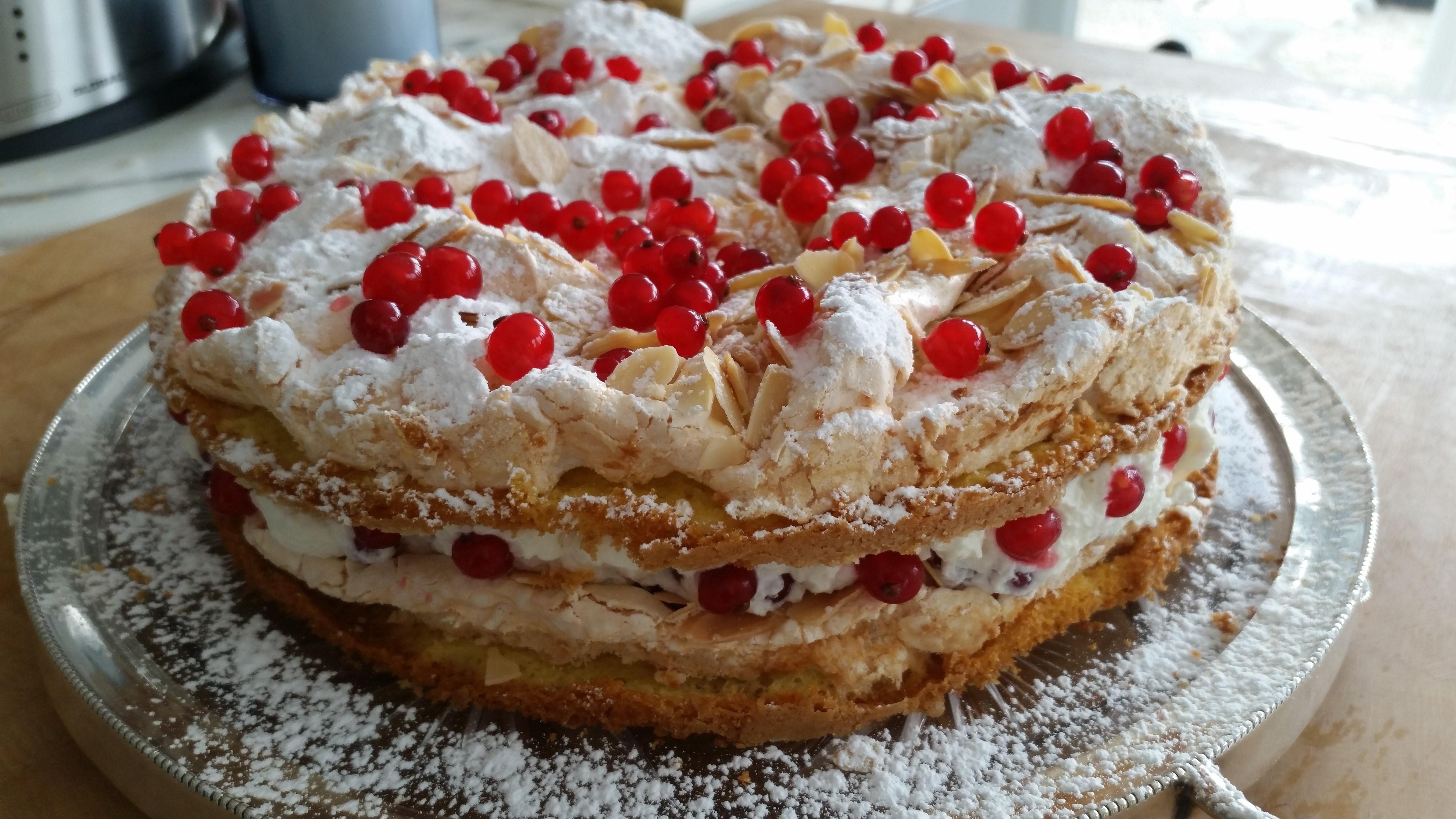 Kuchen torten mit johannisbeeren