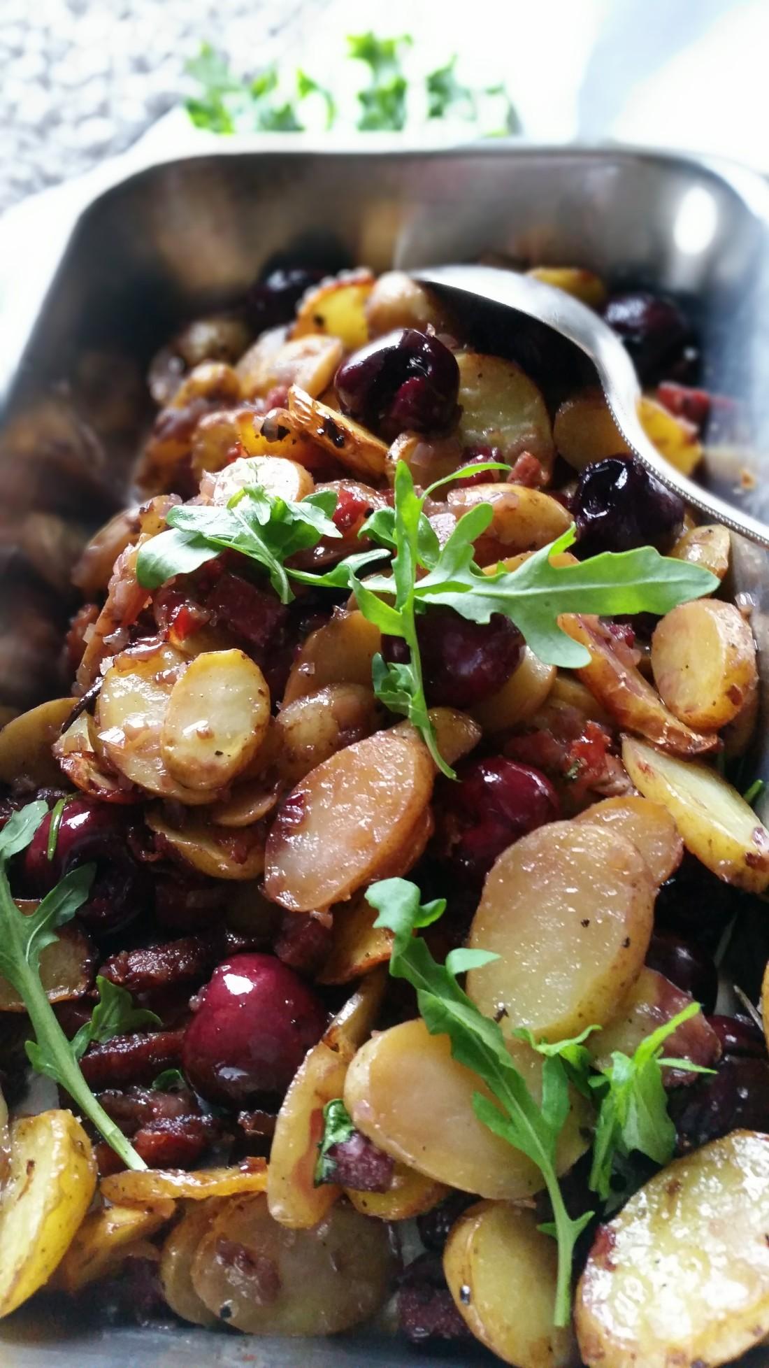 Kartoffelauflauf mit Speck und Kirschen