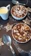 Birnen- Crumbles mit Schoko- Nußstreuseln und einer weißen Schokoladen- Chantre-Sauce