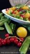 Salat mit frischen Erbsen, Rucola, Tomaten & Johannisbeeren